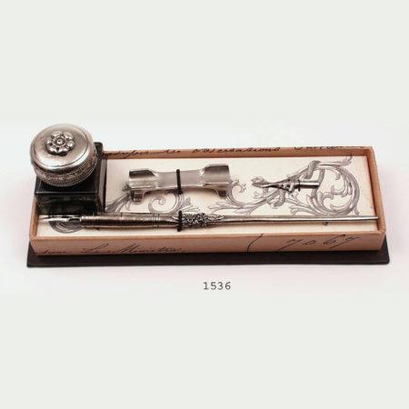 Fém iron pótheggyel, tolltartóval, tintával díszdobozban