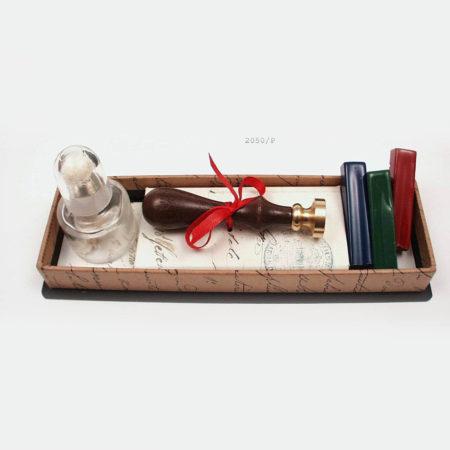 Viaszpecsételő készlet borszeszégővel, 3 színű viasszal barna díszdobozban