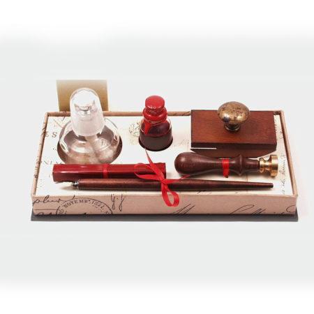 Fanyelű iron tintával és itatóssal,  fa pecsételő szett borszeszégővel díszdobozban