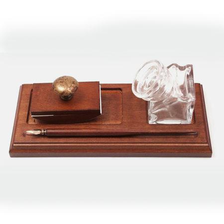 Fa tartón iron üveg tintatartóval és itatóssal barna díszdobozban