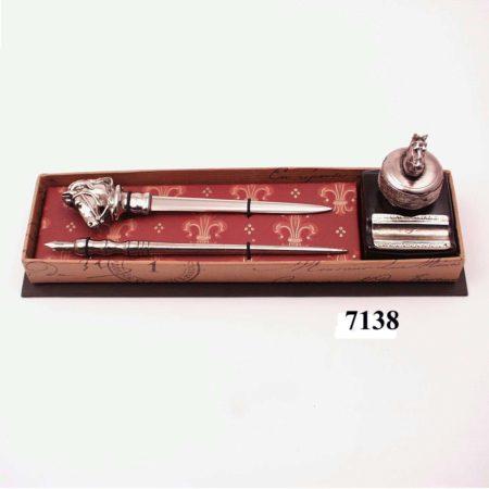 Lófejes tinta és levélbontó fém ironnal, díszdobozban