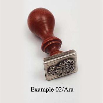 Domború viaszpecsételő fa nyéllel (angol ABC 26 betűjével) - 5.900 Ft/db