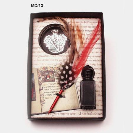 Kis írószer készlet  (különleges penna tintával díszes levélnehezékkel) díszdobozban