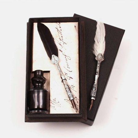 Kis írókészlet mini pennával és mini tintával fekete díszdobozban (11 cm x 6 cm)