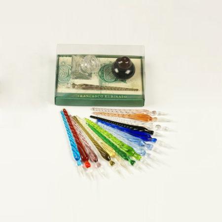 Kis írószerkészlet mini tintával (4 cl) és tintatartóval, 1 db muránói üvegtollal (8 cm) díszcsomagolásban (doboz méret 10 x 6 x 4 cm)
