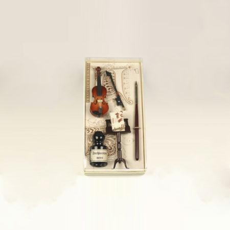 Kis zenei írószerkészlet 5 cl-s tintával, ironnal és minikönyvvel díszdobozban (dobozméret: 15 x 7,5 x 3 cm)