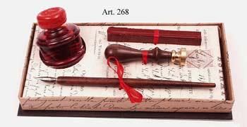 Nagyméretű díszes írószerkészlet tintával, fa nyelű ironnal és viaszpecsételővel díszdobozban