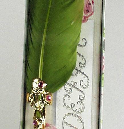 Különlegesen díszes iron rózsás díszdobozban