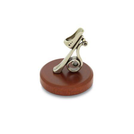 Bronzzal díszített fa tolltartó