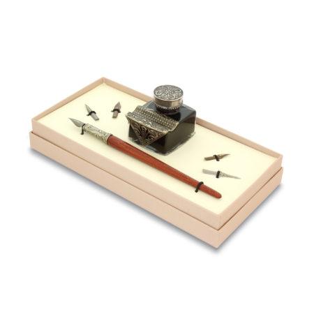 Írószerkészlet tintával és négy tollheggyel