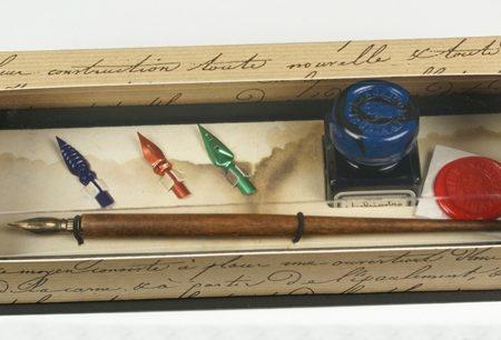 Írószerkészlet fa ironnal, tintával és póthegyekkel díszdobozban