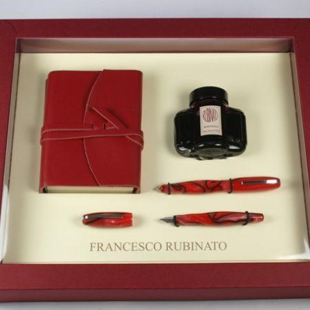 Írószerkészlet bőr kiskönyvvel tintával egy golyós- és egy töltőtollal különböző színekben