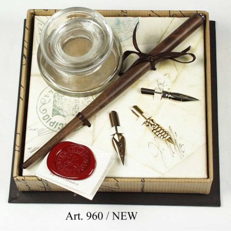 Barna vastag iron, kerek tintatartóval, 3 pót ironfejjel barna díszdobozban