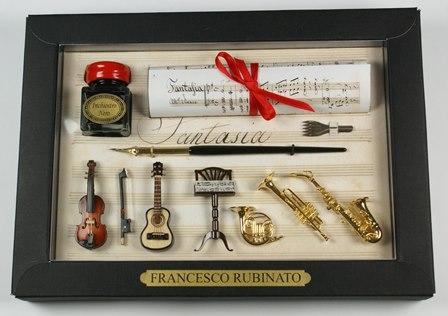 Nagyon dekoratív zenei írószerkészlet kis hangszer reprodukciókkal